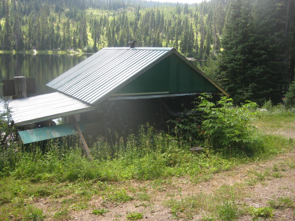 Andy's Lake Shelter